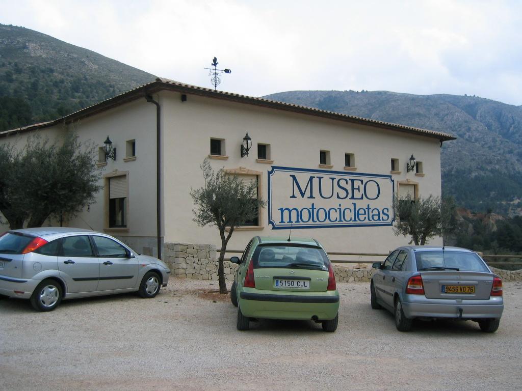 Museo de vehículos históricos Guadalest (Alicante) 2004 - Coordenadas GPS: 38.664498, -0.160138