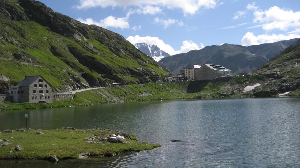 Gran San Bernardo, Suiza visto desde Italia