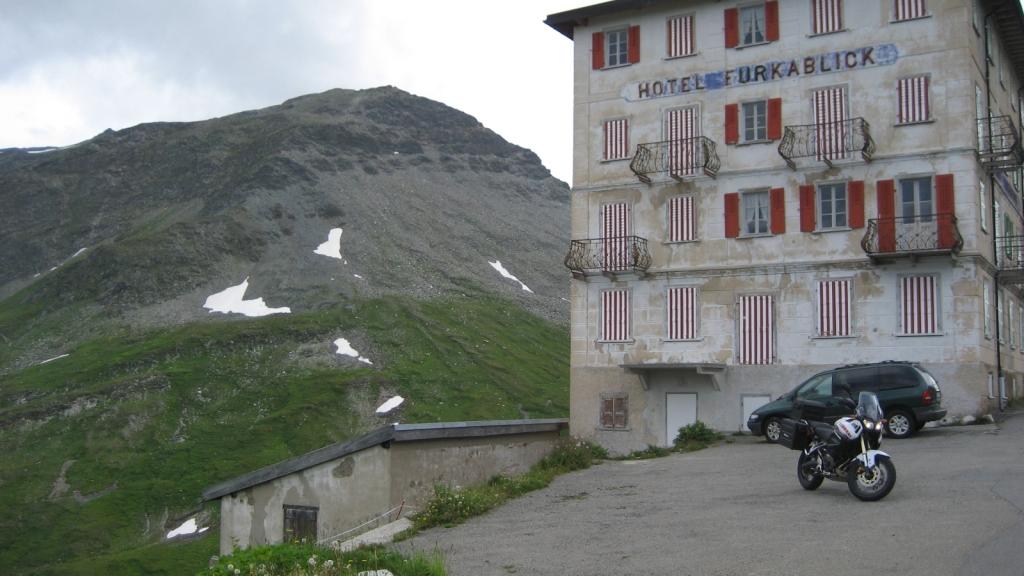 Bajando dirección a Andermatt (Suiza)