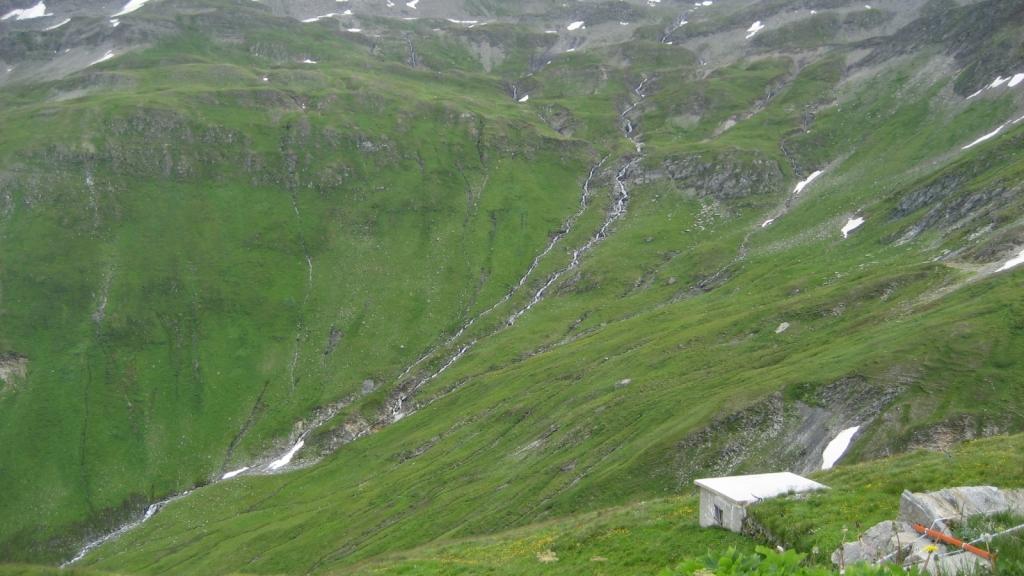 ...y de nuevo subiendo al Furkapass para hacer el puerto a la inversa hacía Gletsch (Suiza)