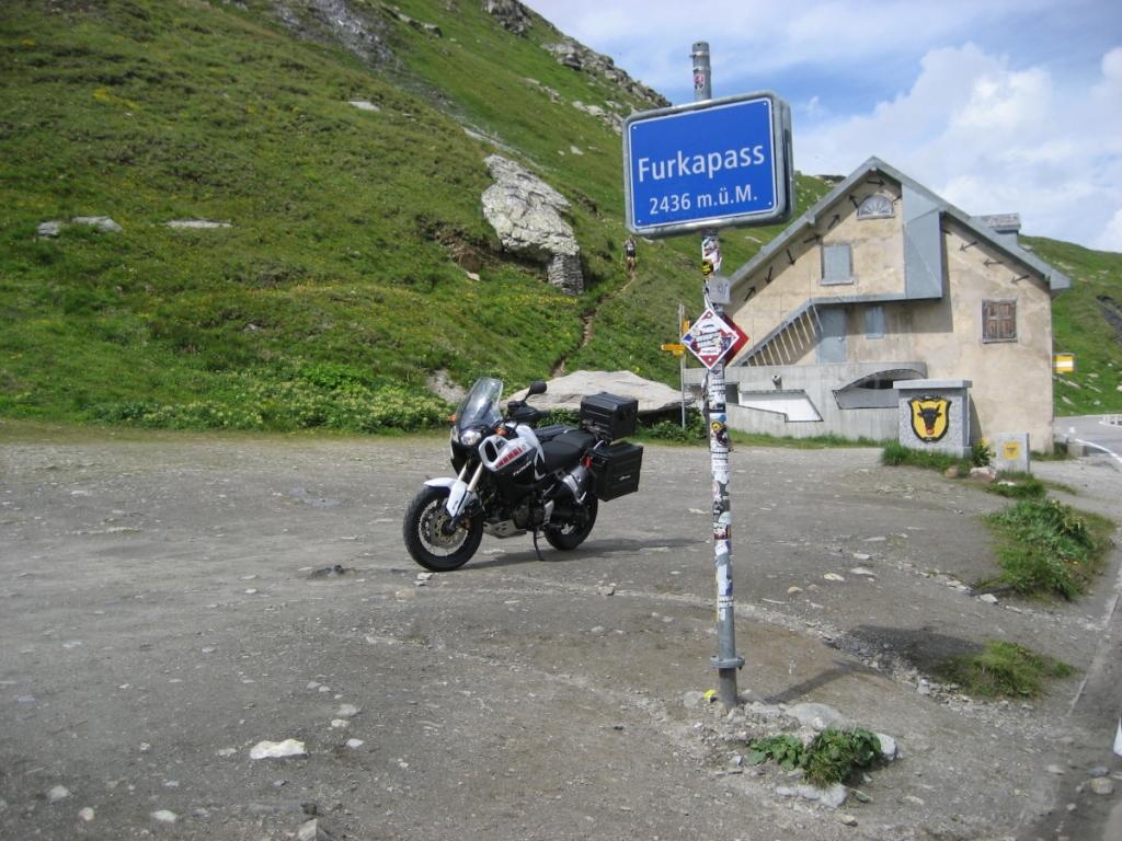 Una parada más en la cima para la típica foto de recuerdo del FurkaPass (Suiza)