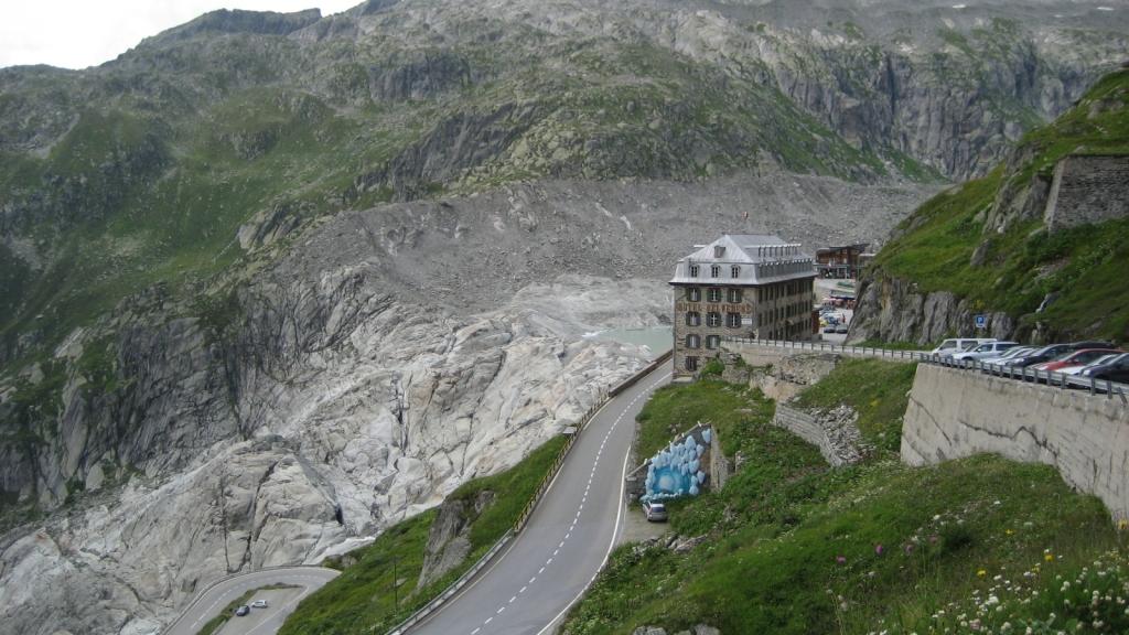 Hotel Belvedere delante del Glaciar del Ródano (Suiza)