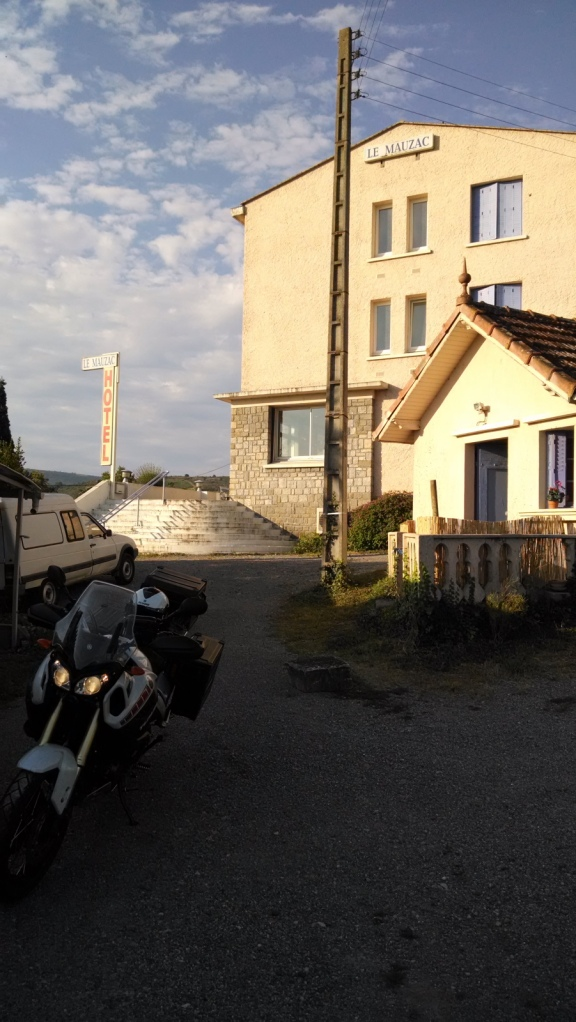 "Hotel Le Mauzac (Limoux) - Coordenadas GPS: 43°03'40.1""N 2°12'51.2""E"