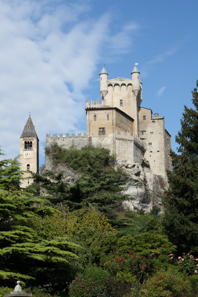 "Castillo de Saint Pierre (Italia) - Coordenadas GPS: 45°42'36.0""N 7°13'48.0""E"