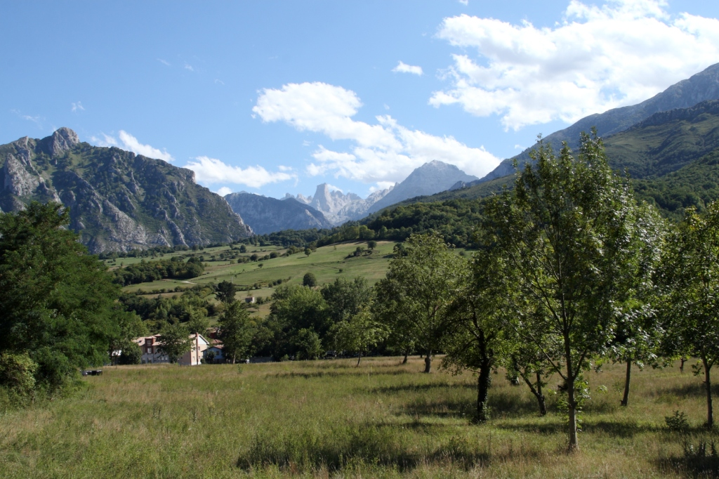 """Mirador cerca de Póo, camino de Cangas de Onis a Panes - Coordenadas GPS: 43°18'42.3""""N 4°50'18.5""""W"""